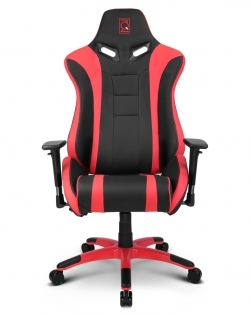 坐下并感觉竞技游戏电竞椅背是否软硬适中